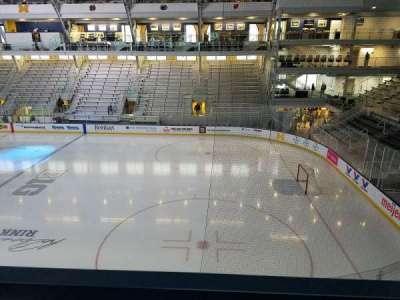 Yost Ice Arena, secção: 212, fila: A, lugar: 10