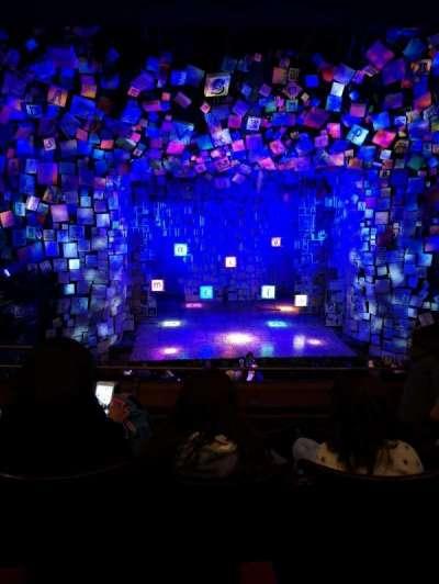 Cambridge Theatre, secção: Dress circle, fila: D, lugar: 22