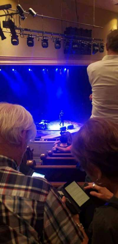 Ryman Auditorium, secção: Bal-14, fila: J, lugar: 11