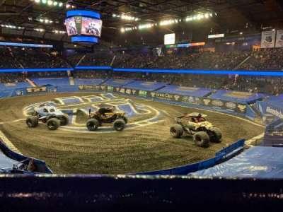 Allstate Arena, secção: 208, fila: A, lugar: 28