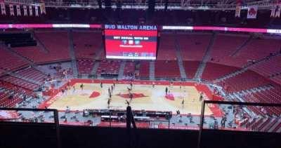 Bud Walton Arena, secção: 218, fila: 5, lugar: 104