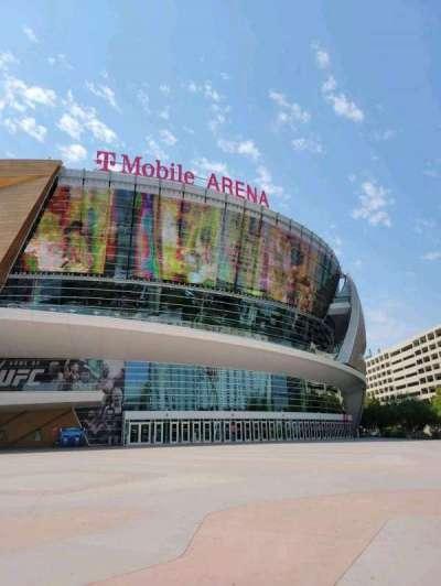 T-Mobile Arena, secção: Main Entrance