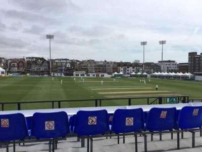 County Cricket Ground (Hove), secção: Upper Grandstand M, fila: D, lugar: 6