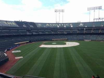 Oakland Coliseum, secção: 200, fila: 3