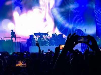 T-Mobile Arena, secção: Floor B, fila: L, lugar: 4