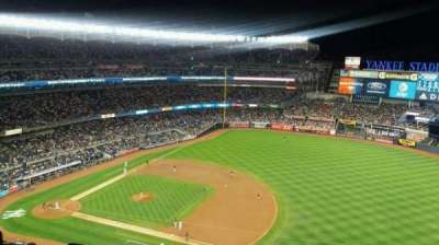 Yankee Stadium, secção: 413, fila: 7, lugar: 26