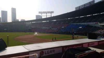 Jamsil Baseball Stadium, secção: 221, fila: 3, lugar: 22