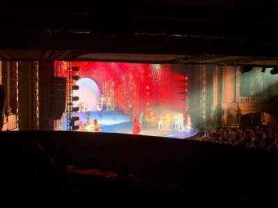 Chicago Theatre, secção: Mezzanine Box W, fila: 2, lugar: 3