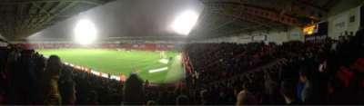 Keepmoat Stadium, secção: North East, fila: T, lugar: 1056