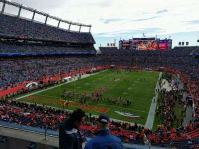 Empower Field at Mile High Stadium, secção: 321, fila: 4, lugar: 3