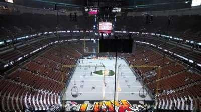 Honda Center, secção: 423, fila: M, lugar: 8
