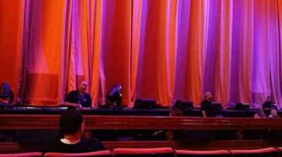 Radio City Music Hall, secção: Orchestra 5, fila: DD, lugar: 513