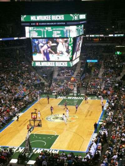 BMO Harris Bradley Center, secção: 409, fila: M