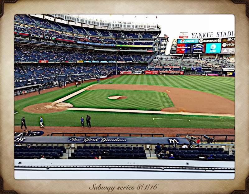 Vista sentada para Yankee Stadium Secção 216 Fila 1 Lugar 7