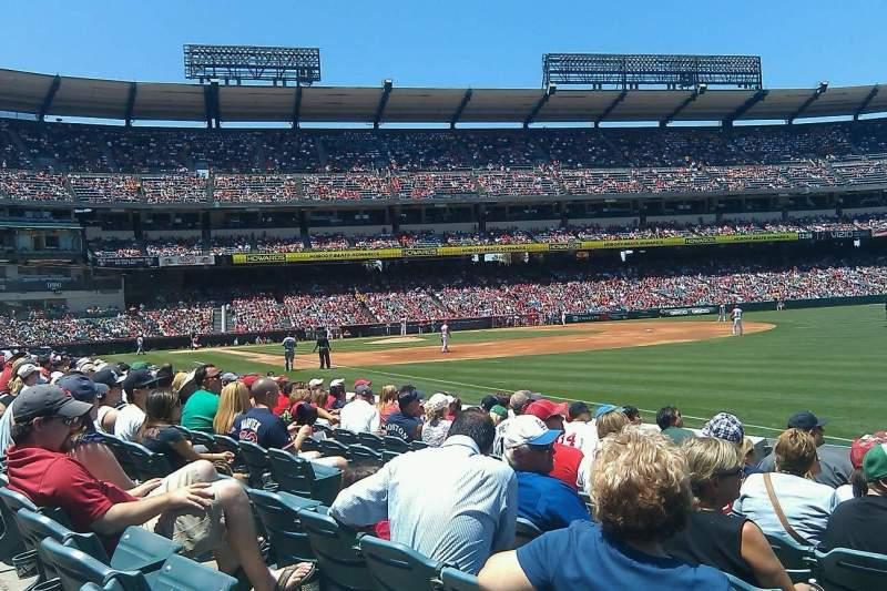 Vista sentada para Angel Stadium Secção 130 Fila H Lugar 9