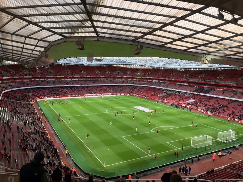 Vista sentada para Emirates Stadium Secção 105 Fila 19 Lugar 410
