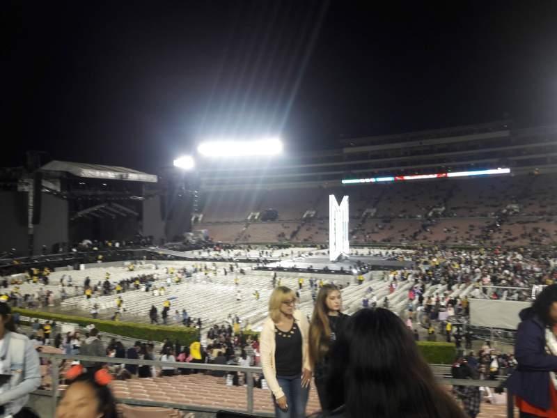 Vista sentada para Rose Bowl Secção 6-H Fila 32 Lugar 114
