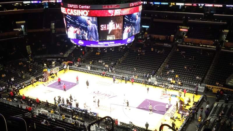 Vista sentada para Staples Center Secção 332 Fila 8 Lugar 24