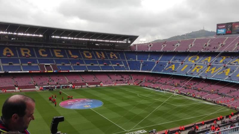 Vista sentada para Camp Nou Secção 332 Fila 25 Lugar 02
