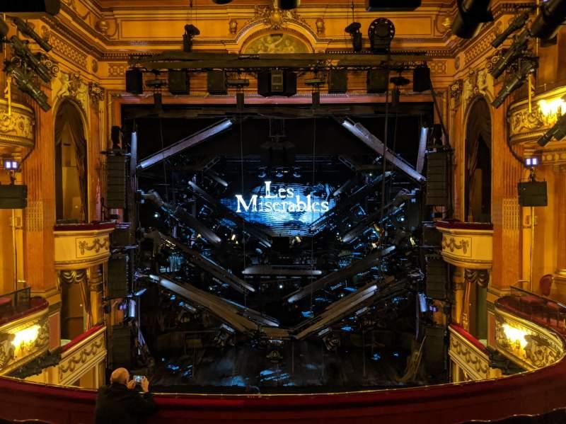 Vista sentada para Gielgud Theatre Secção Dress Circle Fila F Lugar 17