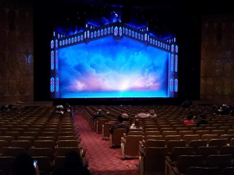 Vista sentada para Fisher Theatre Secção Main Floor Left Fila Y Lugar 1