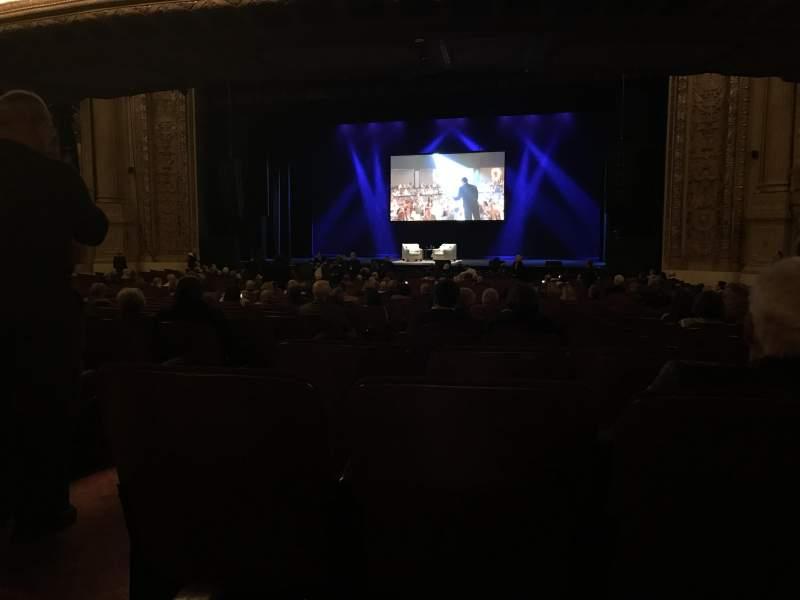 Vista sentada para Chicago Theatre Secção MNFL3R Fila R Lugar 302