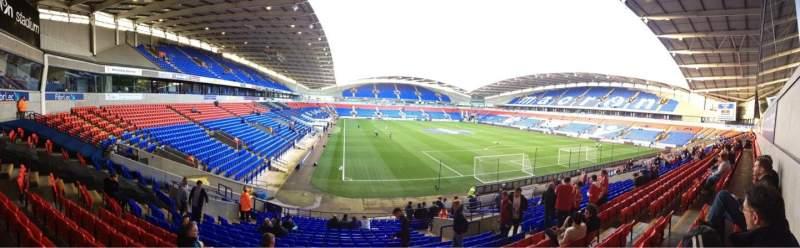 Vista sentada para University of Bolton Stadium Secção South Stand Lower Fila Z Lugar 41