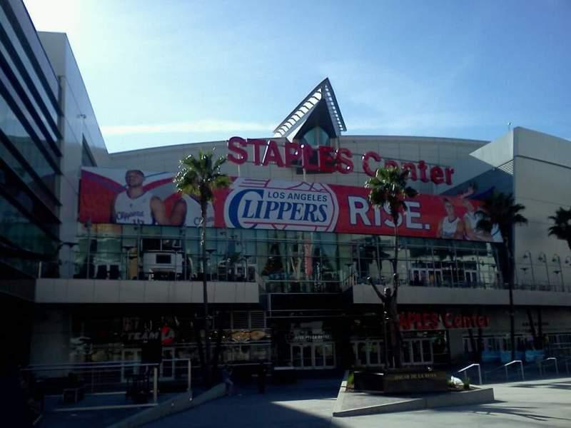 Vista sentada para Staples Center Secção Star Plaza Entry