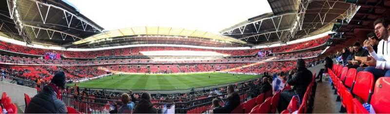Vista sentada para Wembley Stadium Secção 124 Fila 34 Lugar 32
