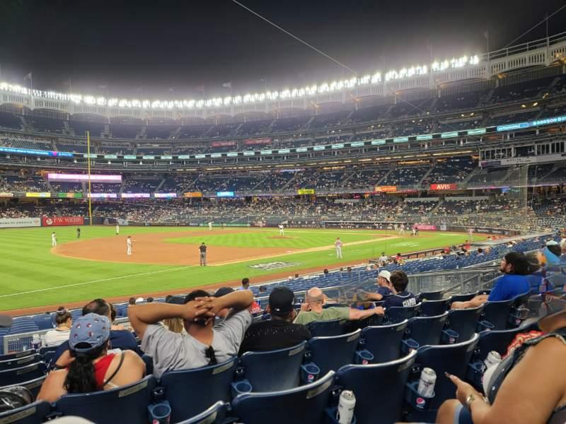 Vista sentada para Yankee Stadium Secção 127b Fila 8 Lugar 13