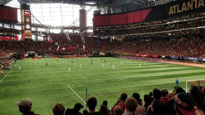 Vista sentada para Mercedes-Benz Stadium Secção 121 Fila 19 Lugar 12