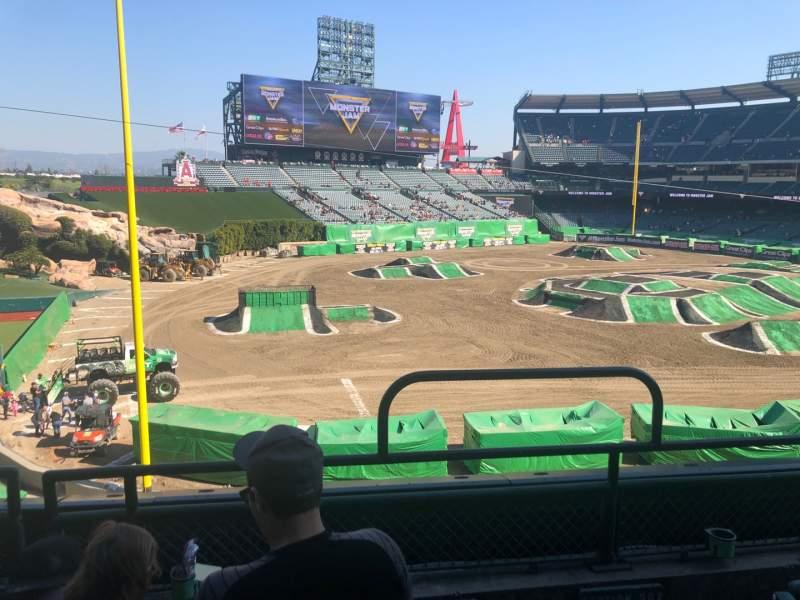 Vista sentada para Angel Stadium Secção C306 Fila C Lugar 16