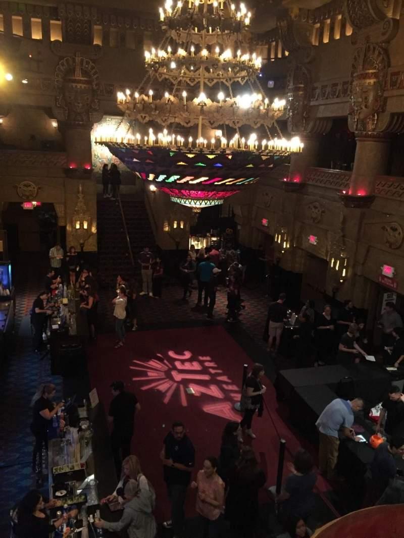 Vista sentada para Aztec Theatre Secção Lobby