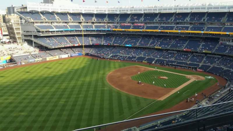 Vista sentada para Yankee Stadium Secção 431a Fila 3 Lugar 9