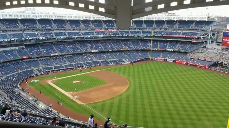 Vista sentada para Yankee Stadium Secção 409 Fila 14 Lugar 27