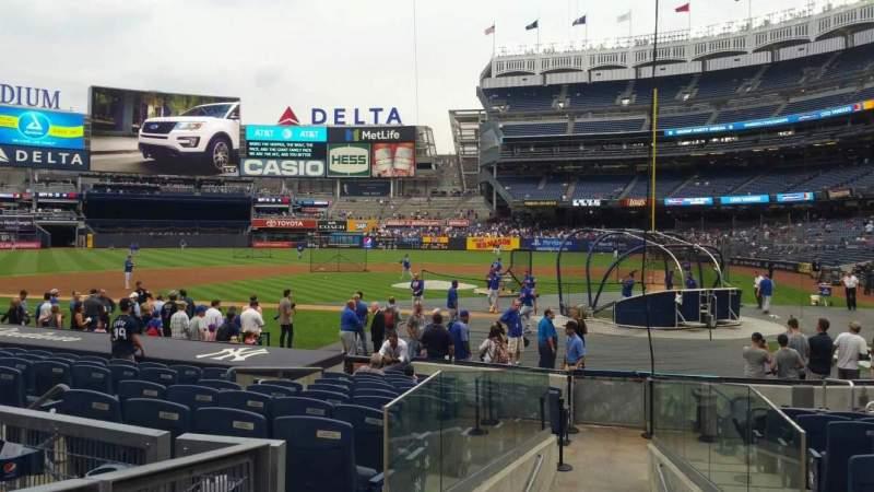 Vista sentada para Yankee Stadium Secção 122 Fila 3 Lugar 3