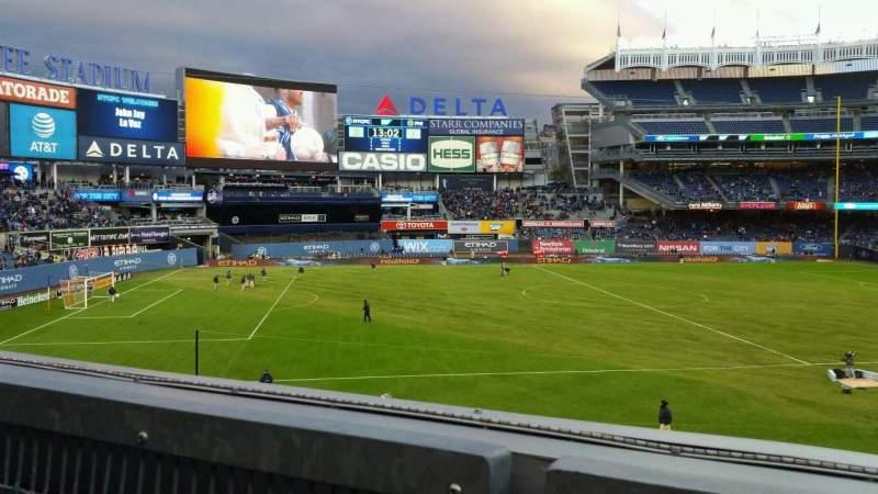Vista sentada para Yankee Stadium Secção 227B Fila 1 Lugar 8