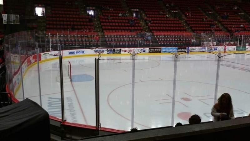 Vista sentada para Floyd L. Maines Veterans Memorial Arena Secção 18 Fila B Lugar 14