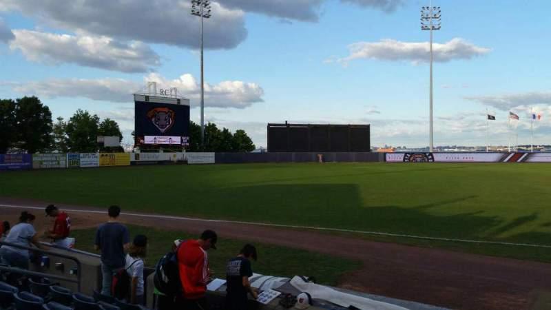 Vista sentada para Richmond County Bank Ballpark Secção 4 Fila F Lugar 13
