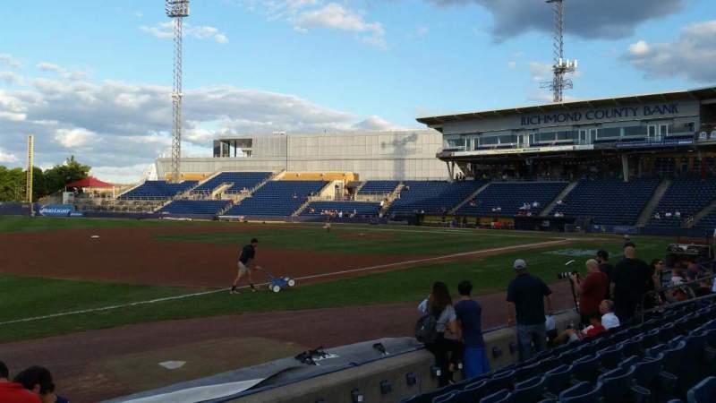 Vista sentada para Richmond County Bank Ballpark Secção 4 Fila F Lugar 24