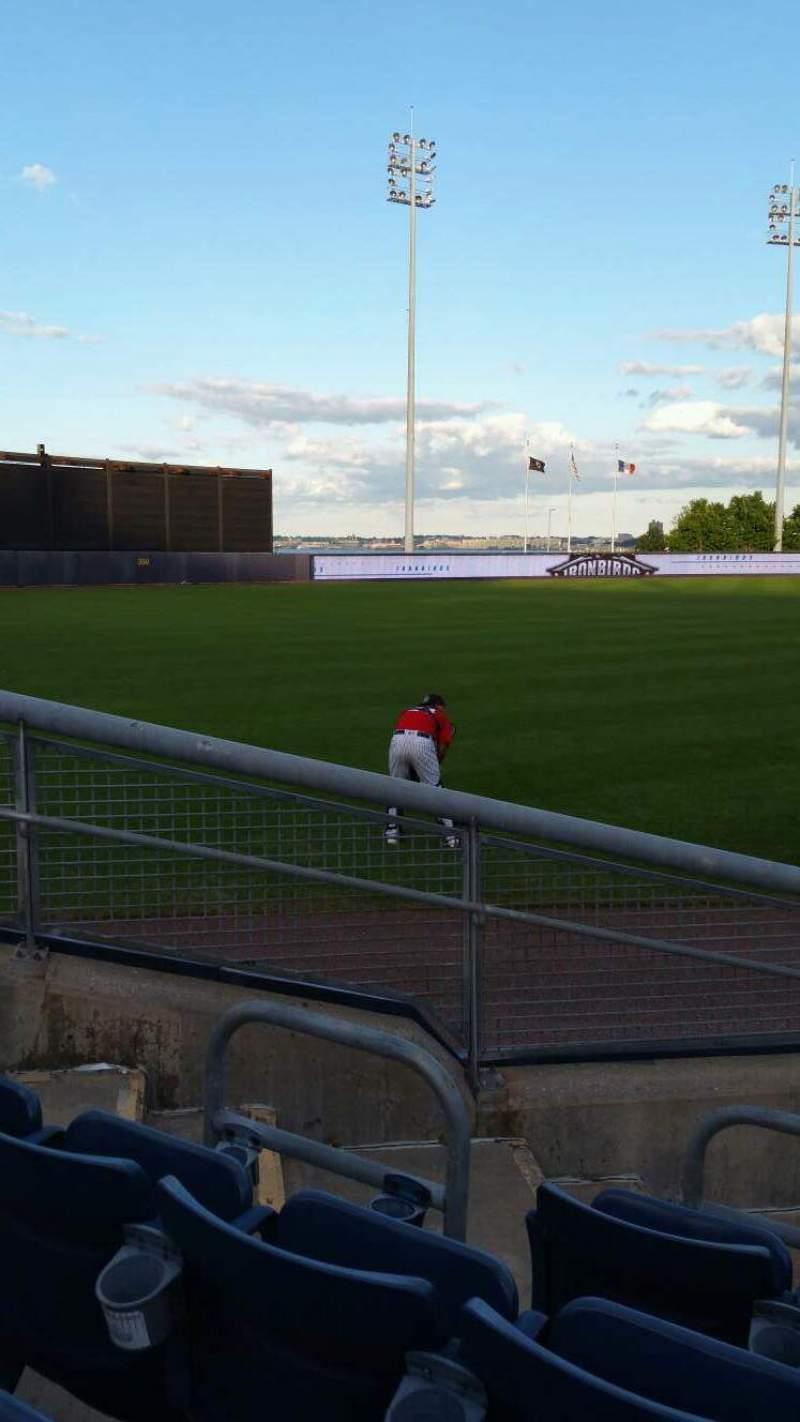 Vista sentada para Richmond County Bank Ballpark Secção 1 Fila F Lugar 11