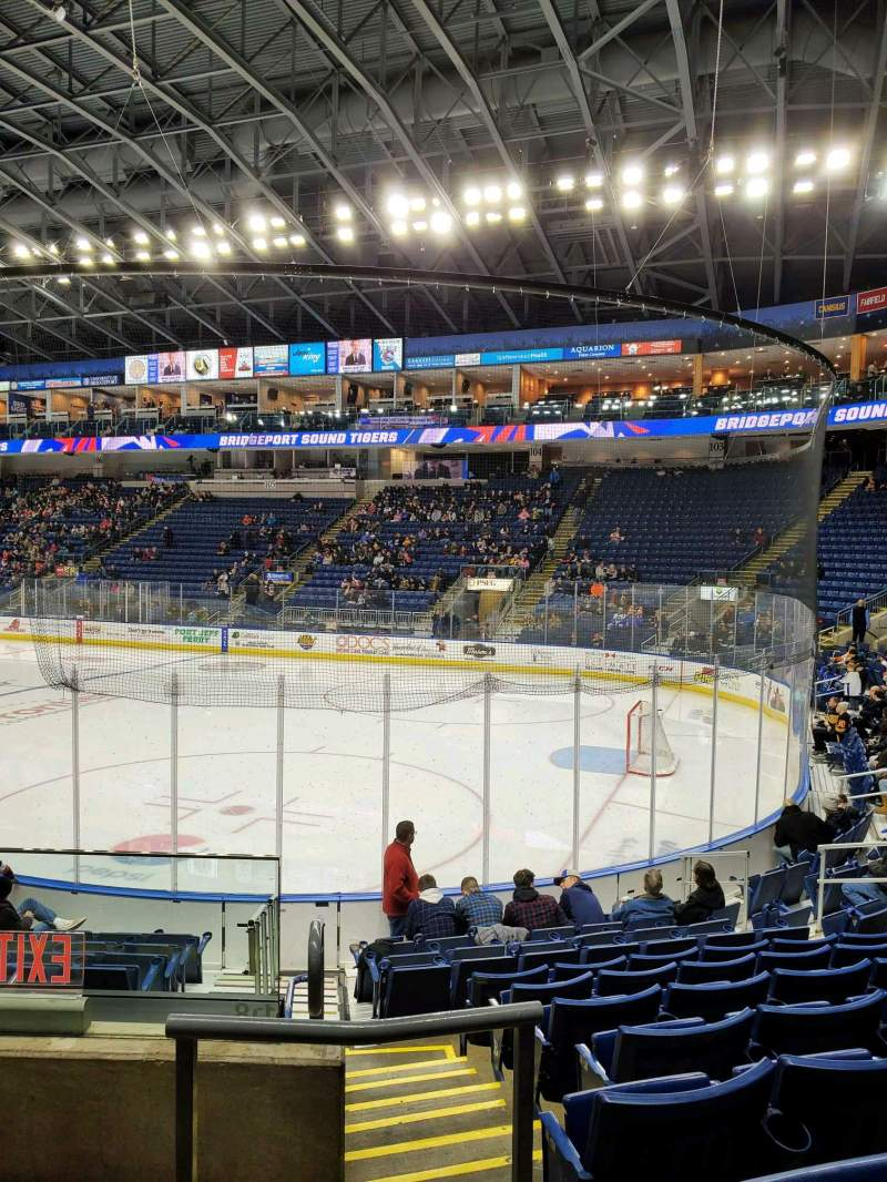 Vista sentada para Webster Bank Arena Secção 118 Fila H Lugar 17