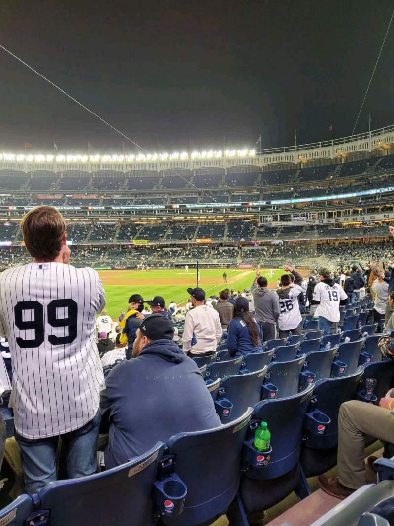 Vista sentada para Yankee Stadium Secção 131 Fila 16 Lugar 14