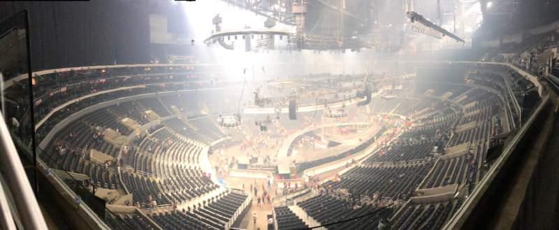 Vista sentada para Staples Center Secção 305 Fila 1 Lugar 1