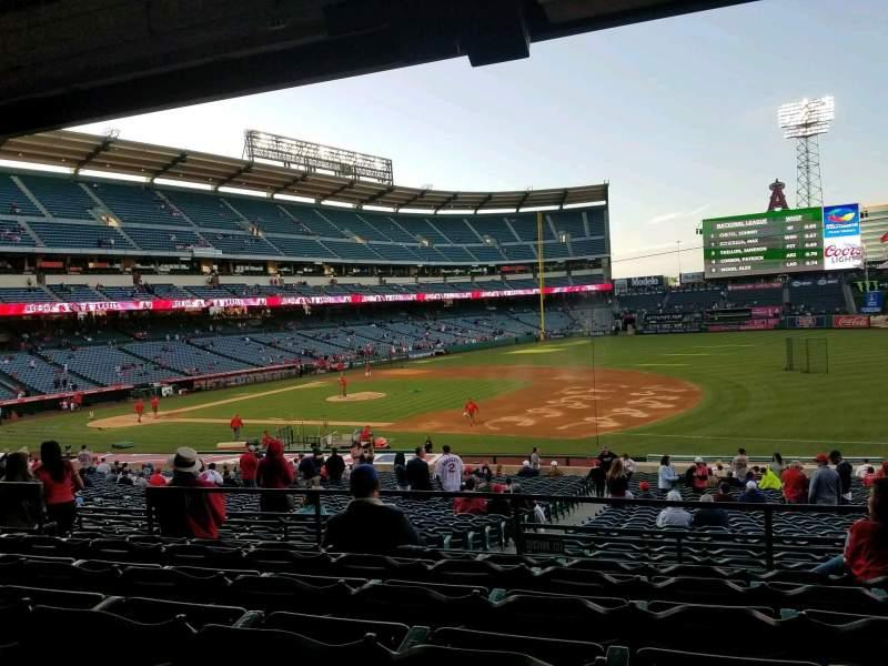 Vista sentada para Angel Stadium Secção 225 Fila F Lugar 9