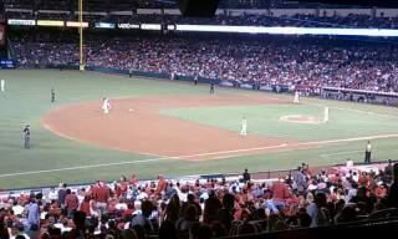 Vista sentada para Angel Stadium Secção 203 Fila B Lugar 6