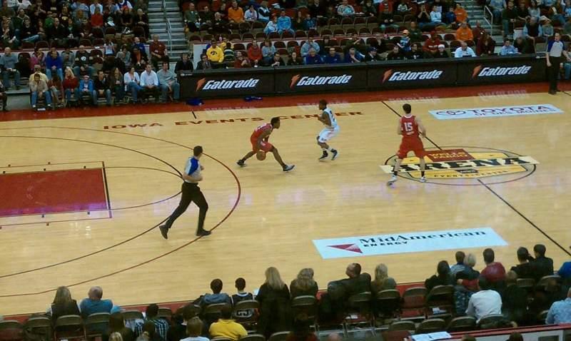 Vista sentada para Wells Fargo Arena Secção 320