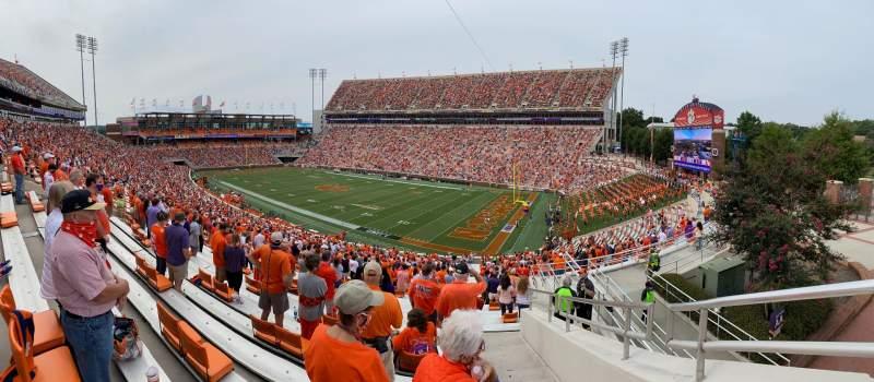 Vista sentada para Memorial Stadium, Clemson Secção UA Fila J Lugar 1