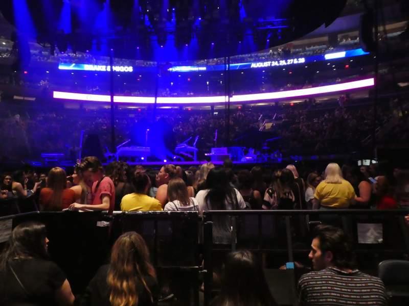 Vista sentada para Madison Square Garden Secção Floor B Fila 4 Lugar 5