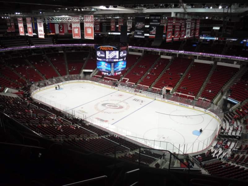 Vista sentada para PNC Arena Secção 320 Fila H Lugar 14